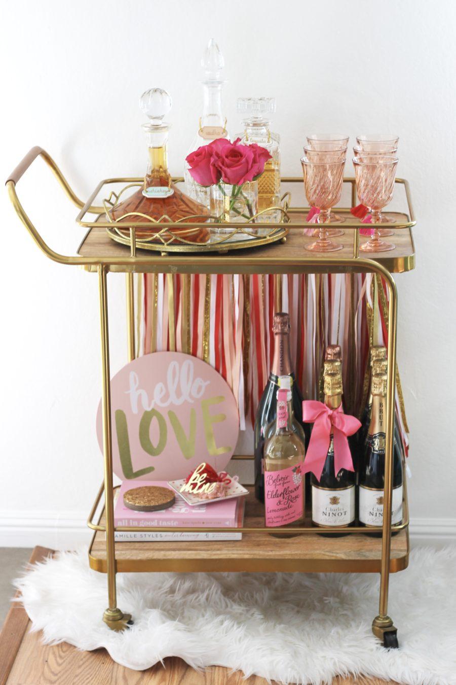 Valentine's Day Bar Cart: amberpizante.com